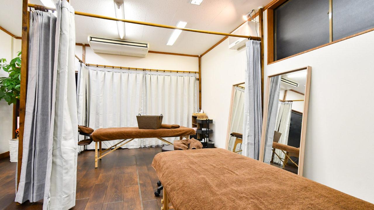 杉沢はりきゅう院施術スペースです。心地よい空間でマッサージ、鍼灸、筋膜リリースはいかがでしょうか?